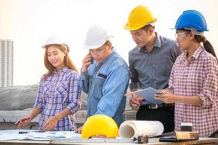Engineer meeting on site 스톡 콘텐츠