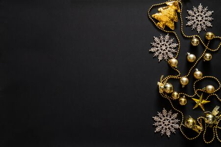 Christmas background with decoration, gold tree, snow flake, bubbles and star with copy space 스톡 콘텐츠
