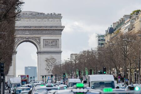 napoleon i: Traffic on the Champs Elyses road with Arc de Triomphe.