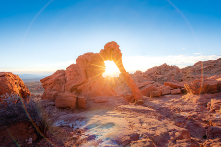 Elephant rock formation with sunrise and sunray at Valley of fire, Nevada 版權商用圖片