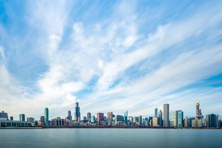 Chicago Skyline Cityscape with lake in front and  blue sky with cloud, Chicago, United state 版權商用圖片