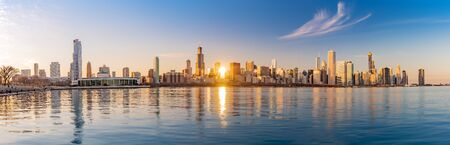 Panorama Chicago downtown skyline sunset Lake Michigan with most Iconic building from Adler Planetarium, Illinois, USA 版權商用圖片
