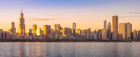 Chicago downtown skyline sunset Lake Michigan with most Iconic building from Adler Planetarium, Illinois, USA 版權商用圖片