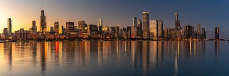 Chicago Skyline Cityscape at night  with lake in front and  blue sky with cloud, Chicago, United state 版權商用圖片 - 143461803