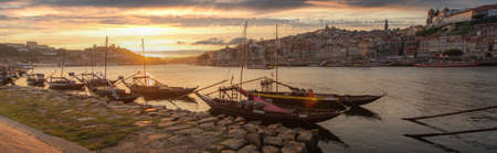 Panoramic of Porto cityscape in sunset with river on the front and wine carrier ship in  foreground and city of Porto in background, Portugal. 版權商用圖片