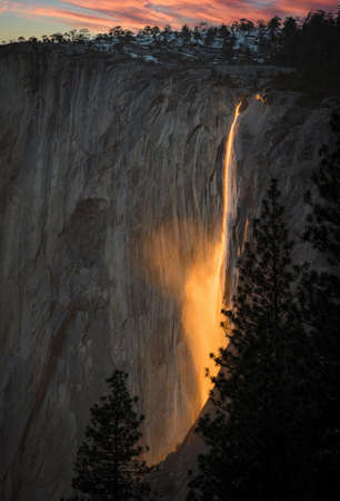 The sunset play with the reflection on waterfall at Yosemite national park make them glowing on fire. 版權商用圖片