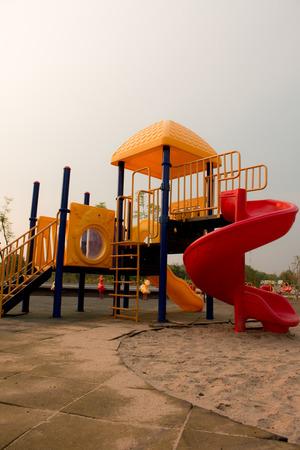 jardin de infantes: Colorful playground for children