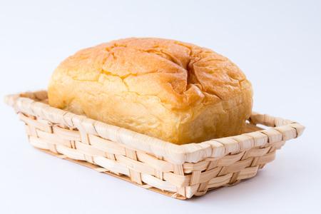 canasta de pan: Pan cesta de fondo blanco.