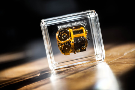 GLOD: small music box in crystal glass