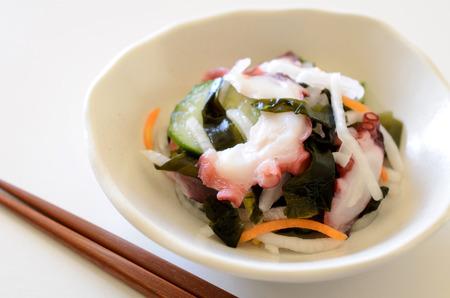 algas marinas: algas y pulpo con vinagre