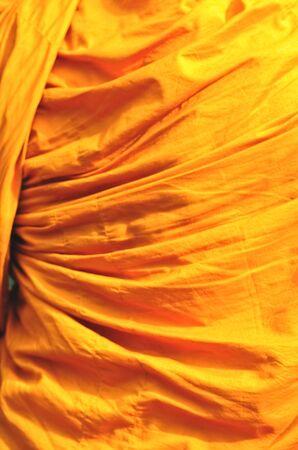 sotana: traje amarillo del monje tailandés