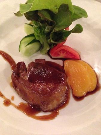 pan fried: Pan fritto foie gras con salsa di pesche