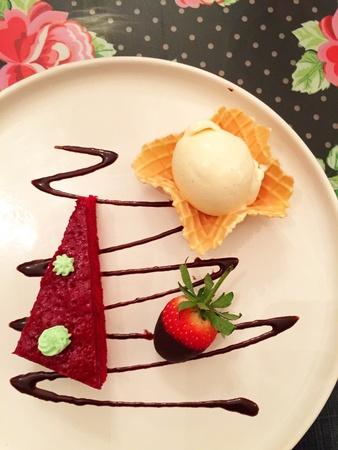red velvet: Red velvet cake with iced cream dessert