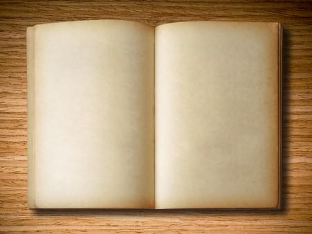 oud document: oud boek open op eiken houten achtergrond