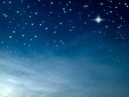 cielo estrellado: Noche estrellada muchos estrella brillante en el cielo azul  Foto de archivo