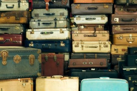 오래 된 빈티지 가방의 많은