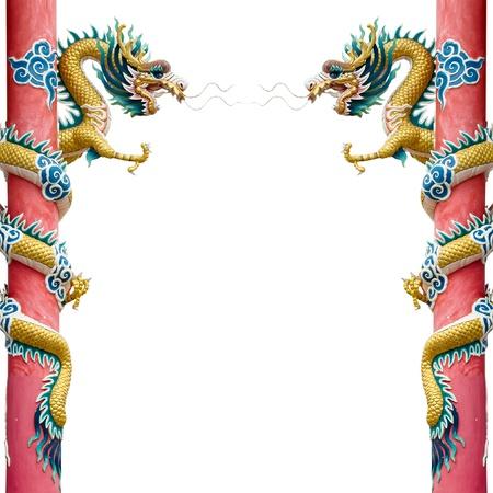 dragones: Oro doble drag�n chino envuelto alrededor del polo rojo sobre fondo blanco
