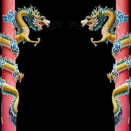 dragones: Oro doble drag�n chino envuelto alrededor del polo de color rojo sobre fondo negro