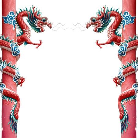 Twin Red Chinese Dragon gewickelt roten Pol auf weißem Hintergrund Standard-Bild - 10819897