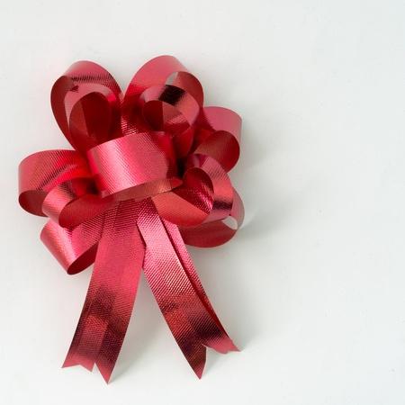 Red Ribbon für Geschenk auf weißem Hintergrund Standard-Bild - 11242851
