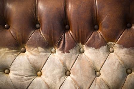 brown leather sofa: Texture di vecchio divano logoro cuoio marrone per sfondo