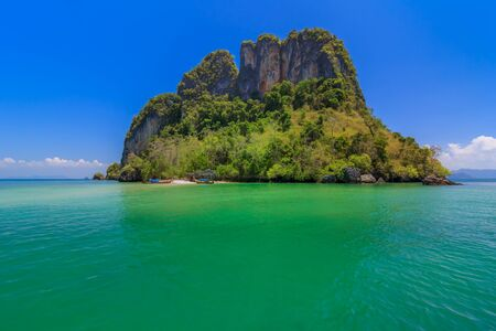 Blue Sea under Clear Sky and Mountain,The Nature of the Gulf in Krabi,Thailand Zdjęcie Seryjne