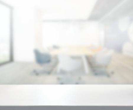 Tafelblad En Vervagen Kantoor Van De Achtergrond Stockfoto