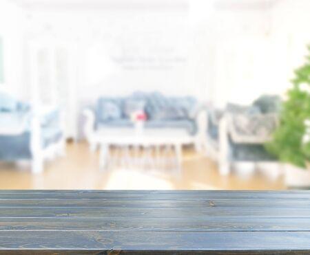 Tischplatte Und Unschärfe Wohnzimmer Des Hintergrunds Standard-Bild