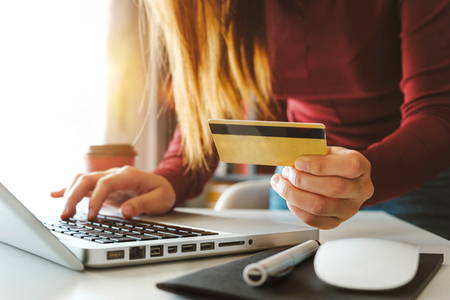 Business woman hands using smartphone and holding credit card with digital layer effect diagram as Online shopping concept 免版税图像