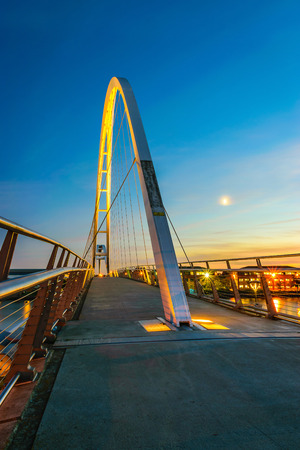 bowstring: Infinity Bridge at night In Stockton-on-Tees, UK