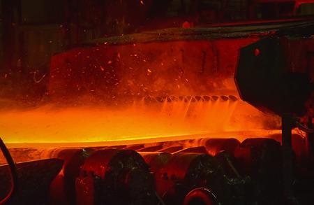 fabrication de l'acier laminé à chaud dans l'industrie sidérurgique Banque d'images