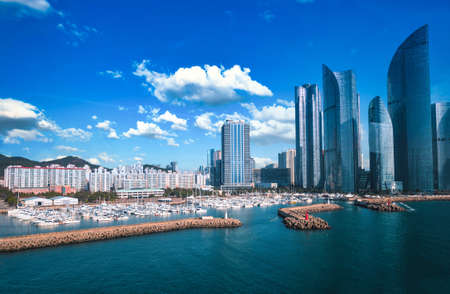 Haeundae I Park Marina and Gwangalli Beach with yacht pier at daytime in Busan, South Korea. Standard-Bild