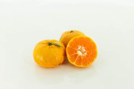 감귤류의 과일: Three citrus fruits on a white background.