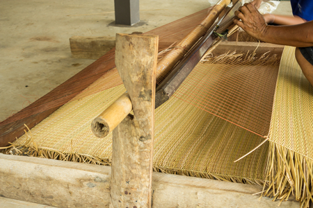 Rural residents in the northeastern part of Thailand are using the free time to weave mats. 版權商用圖片