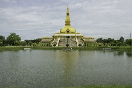 Chedi Maha Mongkol Bua Located in Roi Et Province Created for the dissemination of Dharma and Dharma practice of Buddhists who believe in Buddhism.