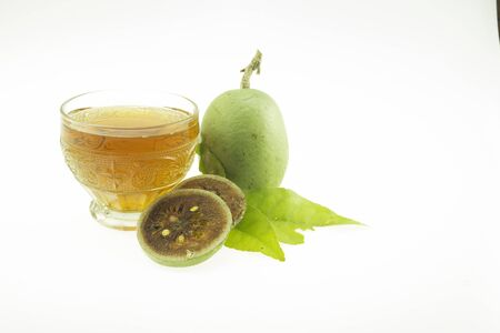 Bael fruit is a fruit that is good for health. It is also a popular herbal medicine used to make Bael fruit juice to drink for health.