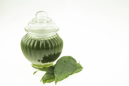Yanang leaves are Thai herbs that are tasteless. Has the ability to reduce fever in the body
