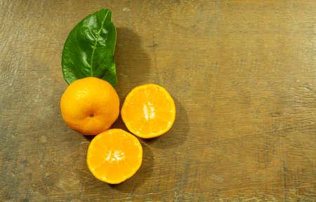 Orange fruit placed on the wooden floor 免版税图像