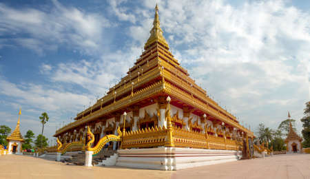 Wat Phra That Nong Waeng is a famous Buddhist attraction and Buddhist merit site in Khon Kaen, Thailand. 免版税图像