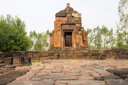 Ku Phon Rakhang is a famous Khmer architectural archaeological site of Roi Et Province, Thailand. 免版税图像