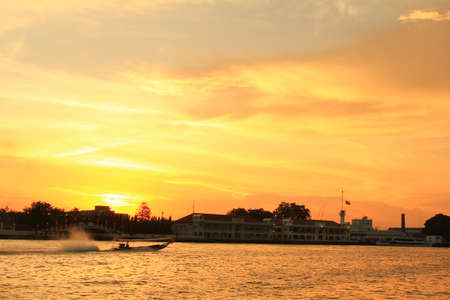 chao: Sunset in Chao Phraya river