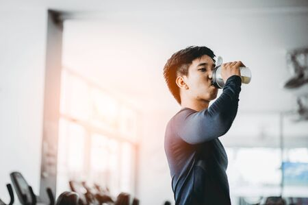Fitness man drinking protein shake at gym.sport, fitness, healthy lifestyle and people concept 스톡 콘텐츠