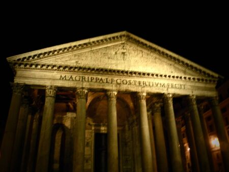 Night view of The Pantheon of Rome, Italy Imagens