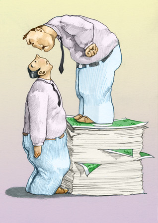 arrogancia: un hombre de pie sobre una pila de billetes de banco se ve con la intimidación de un hombre asustado