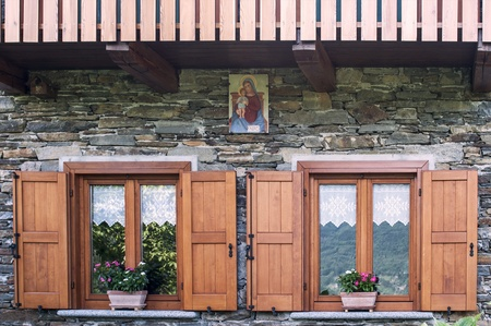 chalet: Windows of an alpine chalet, Italy
