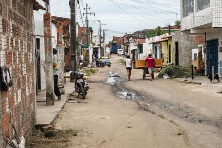 megfosztott: Az élet, csendes kertvárosi környezetben a szegény és elhanyagolt, Fortaleza, BrazilFORTALEZA, CE - május 14: Az élet egy rossz és elhanyagolt favela május 14-én, 2011-ben Fortaleza, Brazília. Sajtókép