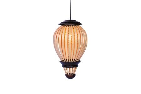 Houten hangende die lamp op witte achtergrond, Thaise stijl wordt geïsoleerd