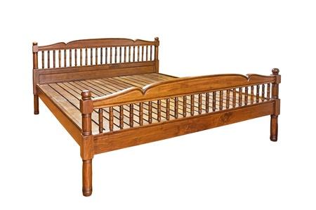 白い背景に分離された木製のベッド