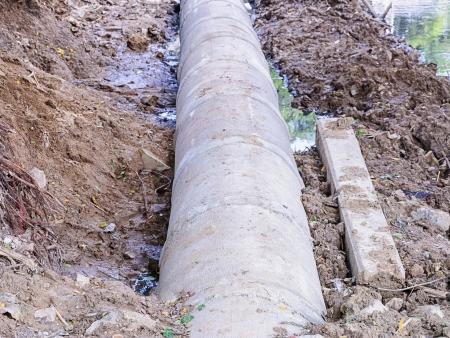 Placing construction a concrete drainage pipes