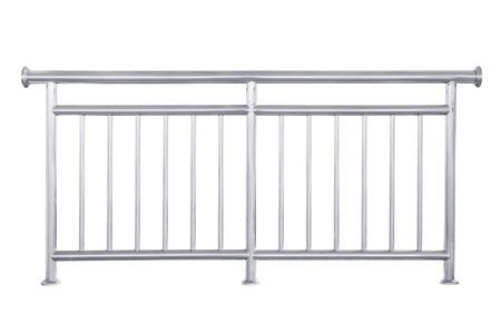 baranda para balcon: Barandilla de acero inoxidable aislado en blanco, con trazado de recorte.